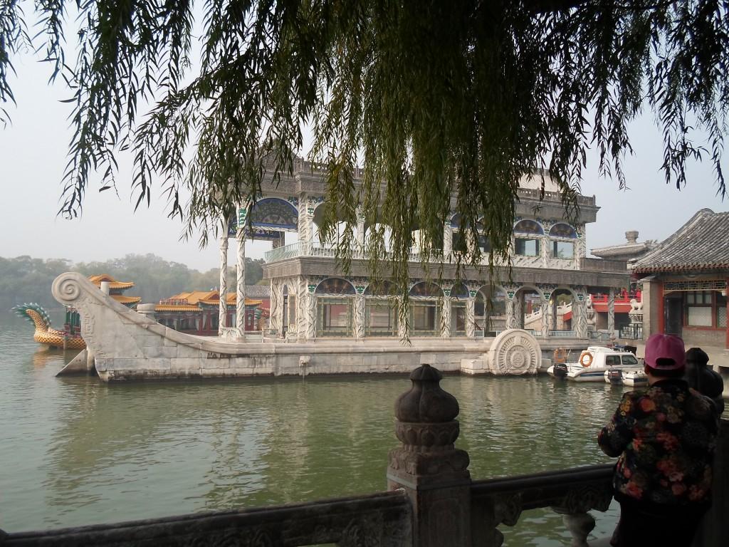 Vi såg bilder från kejsarnas sommarpalats med marmor båten byggd med pengar som skulle gått till flottan.