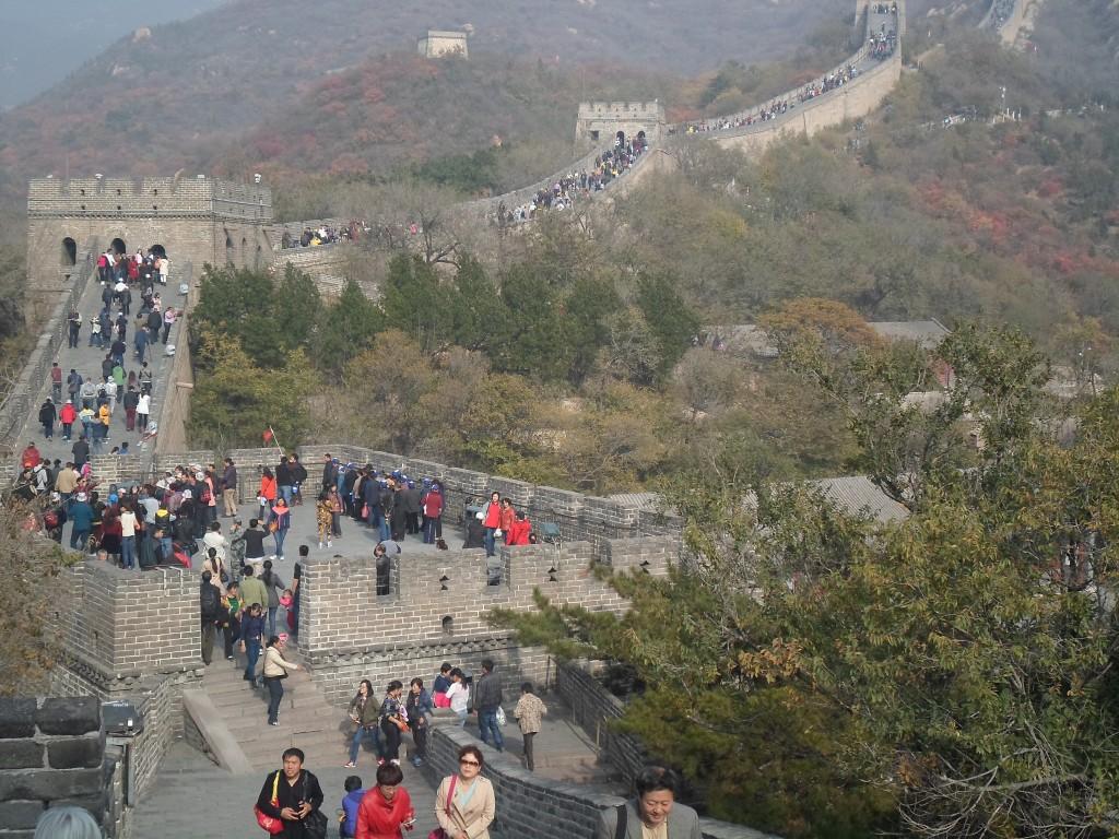 Kinamuren besågs också mycket promenerande inte helt slät utan upp och ner cirka 500-600 mil nu blev det bara en kort sväng till et högt beläget torn. Tornen användes som platser att tända signaleldar på.